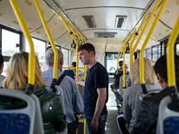 Як поводитися в громадському транспорті