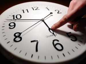 Плюси та мінуси скасування переходу на літній час