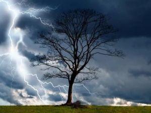 Як уберегтися від удару блискавки