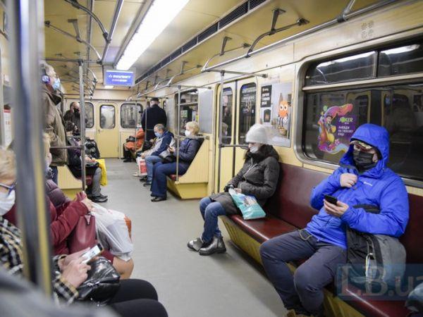 Як поводитися у громадському транспорті