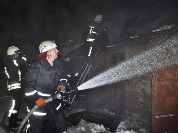 У Кропивницькому загорілись господарські сарайчики
