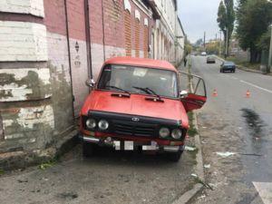 У Кропивницькому, неподалік від центру, ВАЗ зіткнувся з Renault Logan (ФОТО)