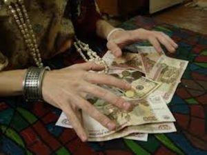 У Кропивницькому поліція з собакою переслідує двох циганок, які щойно обікрали пенсіонерку