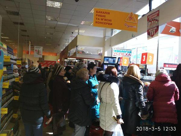 """Кропивничани жаліються на роботу супермаркету """"Фуршет"""" (ФОТО)"""