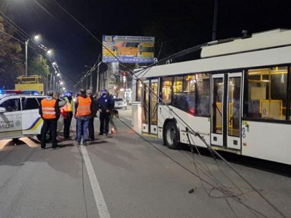 На Миколаївці сталася аварія за участі тролейбуса