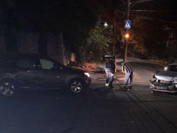 У Кропивницькому біля 14-ї школи сталася аварія (ФОТО)
