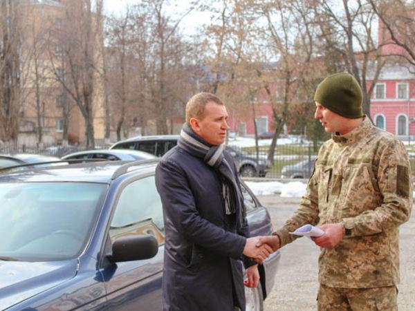 У Кропивницькому у зону проведення АТО для військових передали BMW (ФОТО)