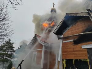 Кіровоградська область: Пожежники протягом чотирьох годин гасили займання храму (ФОТО)