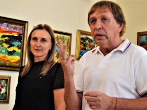 Виставка картин, написаних пальцями, приїхала до Кропивницького (ФОТО)