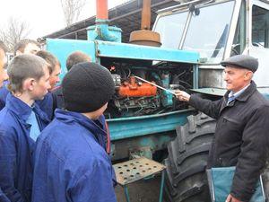 Центр зайнятості пропонує безробітнім вивчитися на тракториста
