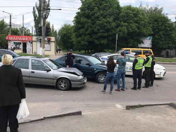 У Кропивницькому біля обласної лікарні сталася ДТП (ФОТО)