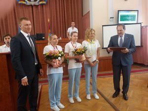 У міській раді нагородили кропивницьких плавчинь, які привезли з Любліна рекордну кількість нагород