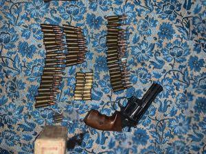 Кіровоградщина: Поліцейські знайшли у мешканця Олександрії наркотики та зброю