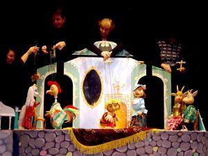 Кропивницький: Театр ляльок представляє репертуар на травень