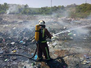 На Світловодщині рятувальники приборкали пожежу на сміттєзвалищі