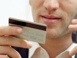 Мобільні шахраї: ПриватБанк нагадує, як убезпечити себе від фінансових втрат