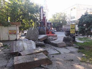 Учора поставили останню крапку у декомунізації Центрального скверу (фоторепортаж)