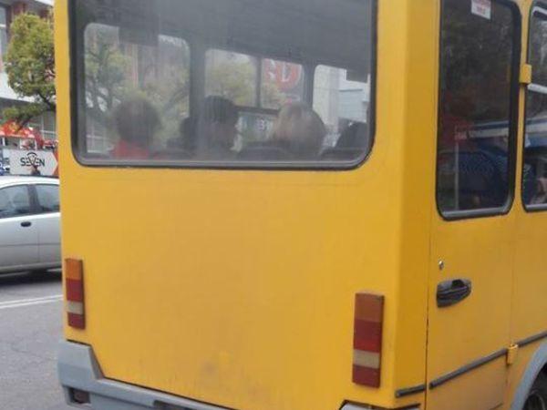 У Кропивницькому маршрутка возить пасажирів без скла в салоні (ФОТО)
