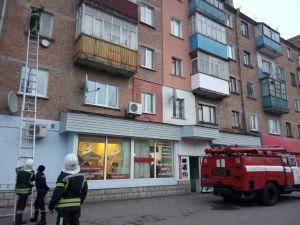 Кіровоградщина: Еменесники рятували хвору пенсіонерку через вікно