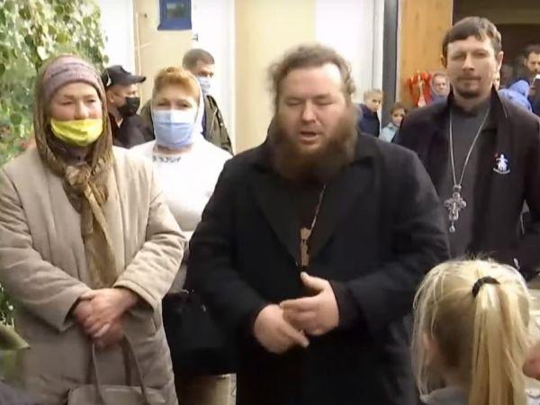На Кіровоградщині віряни сваряться через храм (ВІДЕО)