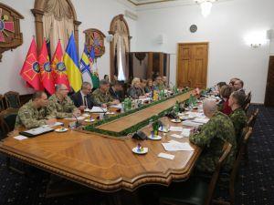 Що обговорювали оборонні відомства України та Канади?