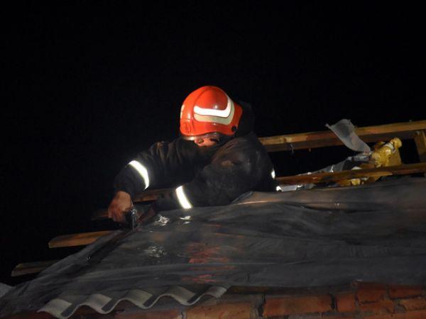 Кропивницький: Пошкоджені будівлі на Балашівці накривають плівкою (ФОТО)