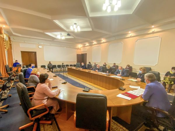 Очільник Кіровоградщини закликав аптечні мережі сформувати резерв протиковідної групи медикаментів
