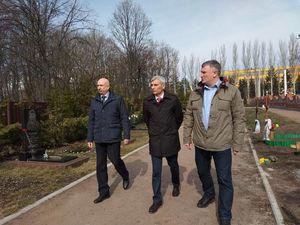 Кандидат у президенти вшанував у Кропивницькому загиблих воїнів АТО (ФОТО)