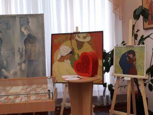 """Кропивницький: в художньому музеї прензентували виставку """"У родинному колі"""" (ФОТО)"""