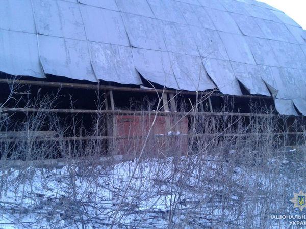 На Кіровоградщині юнак розібрав дах гаража на кольоровий метал
