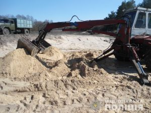На Кіровоградщині затримали людей, які незаконно добували пісок