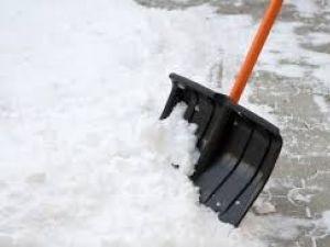 """Кропивницький: Націоналісти підкинули """"Слузі народу"""" мішки зі снігом (ВІДЕО)"""