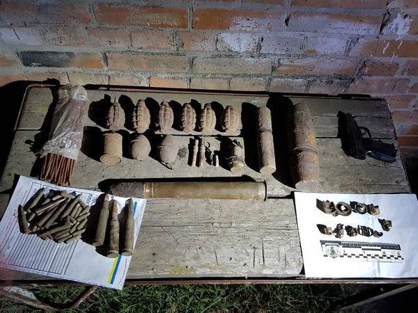 Житель Кіровоградщини тримав дома вибухові пристрої і детонатори