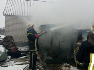 На Кіровоградщині біля приватного будинку загорівся дровник