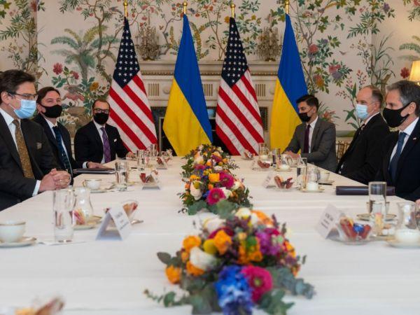 Дипломати України та США обговорили кроки для стримування агресивних дій Росії