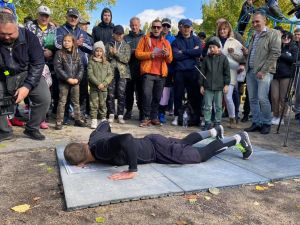 Кропивницький військовий встановив національний рекорд з вправи бьорпі