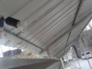 Кропивницький: Через любителів лампочок люди мусять ходити у тунелі під аркою навпомацки (ФОТО)