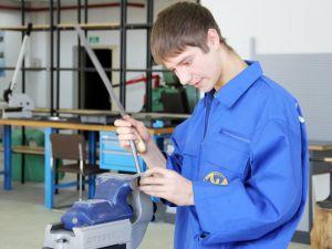 Безробітні Кіровоградщини мають змогу вивчитись на слюсарів-ремонтників в Одесі