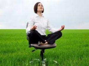 Як компенсувати працівникові роботу у вихідний день і який наказ необхідно видати?