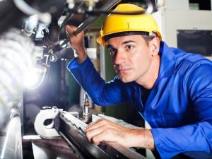 Безробітні Кіровоградщини мають змогу вивчитись на слюсарів-ремонтників
