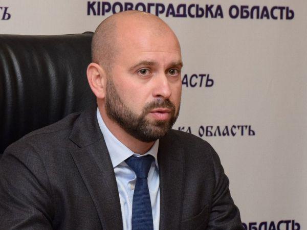 Сумки, набиті грошима, чорна бухгалтерія: що детективи знайшли в будинку голови Кіровоградської ОДА (ФОТО)
