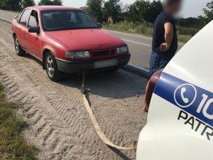 Кіровоградщина: Родина з двома дітьми у спеку опинилася на трасі без пального