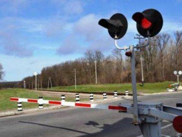 Кіровоградщина: Під Новоукраїнкою легковик зіткнувся з локомотивом. Водій загинув