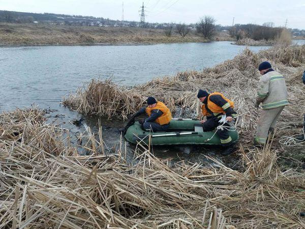 Кіровоградщина: Олександрійські рятувальники витягли тіло потопельника з річки Інгулець