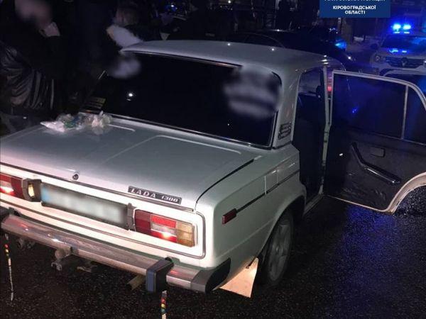У Кропивницькому районі троє нападників побили чоловіка та забрали його авто