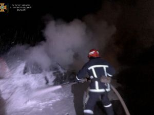 У Кропивницькому на Балашовці вночі спалахнула іномарка