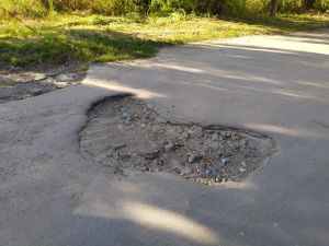 Громада Новомиргорода чекає від президента коштів на ремонт вулиць (ФОТО)