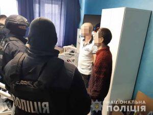 Поліція арештувала групу осіб, які розповсюджували психотропи під виглядом пігулок для схуднення (ФОТО)