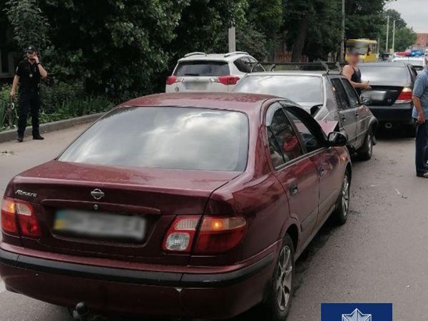 Кропивницький: На Великій Пермській п'яний водій протаранив чотири автівки