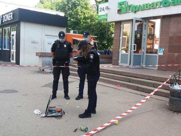 Була вибухівка чи ні? Як вибухотехніки знешкоджували кейс у центрі міста